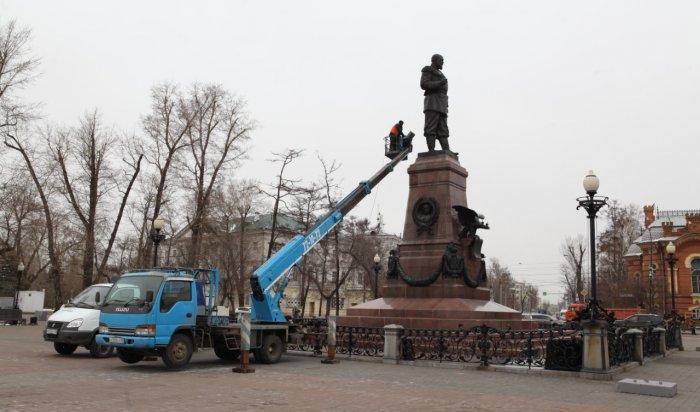 ВИркутске ведутся работы попомывке памятников