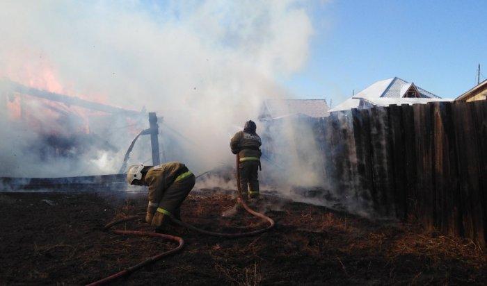 Житель посёлка Усть-Ордынского пострадал от огня и потерял имущество из-за сжигании мусора