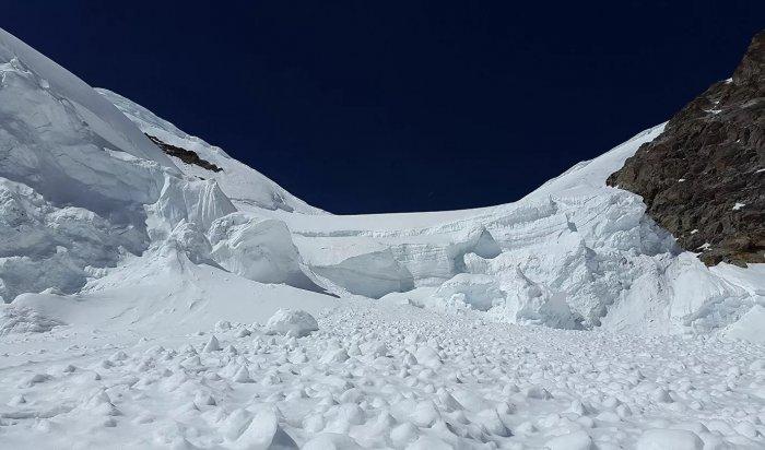 Один турист погиб иеще двое пропали без вести при сходе снежной лавины вБурятии