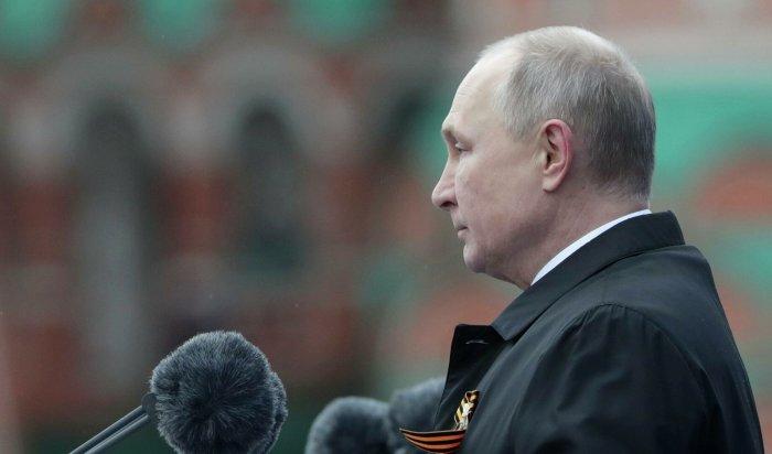Владимир Путин выступил сречью наторжественном параде вМоскве (Видео)
