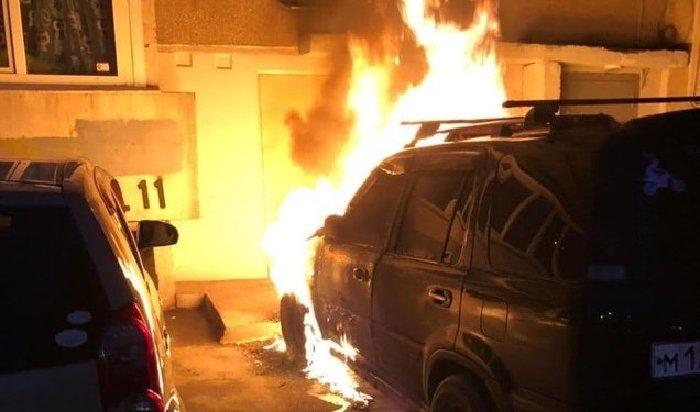 Два автомобиля подожгли наулице Цимлянская вИркутске