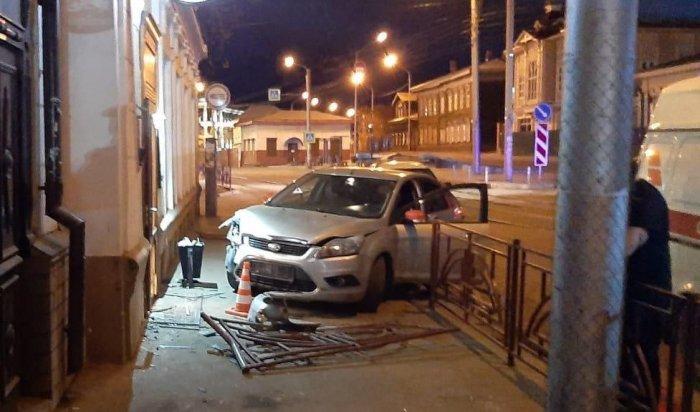 Полиция разбирается вобстоятельствах ДТП вцентре Иркутска сучастием нетрезвого водителя