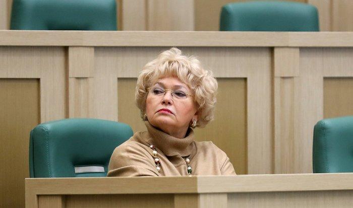 Сенатор Людмила Нарусова призвала закрывать школы, работающие без вооруженной охраны