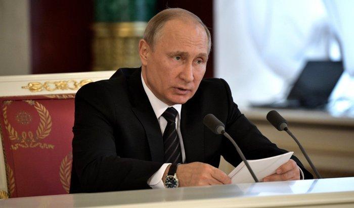 Путин поручил наградить учителей и работников казанской гимназии за защиту детей