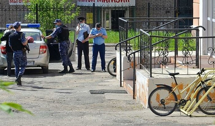 ВПермском крае десятиклассник напал сножом научительницу физики (Видео)