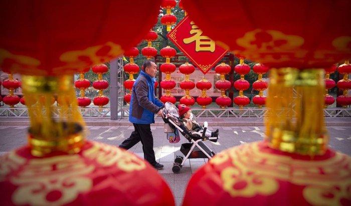 Власти Китая разрешили семьям своей страны иметь по трое детей