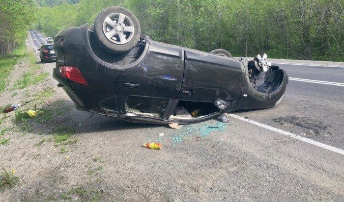 Двое жителей Бурятии перевернули наавтомобиле возле поселка Солзан (Видео)