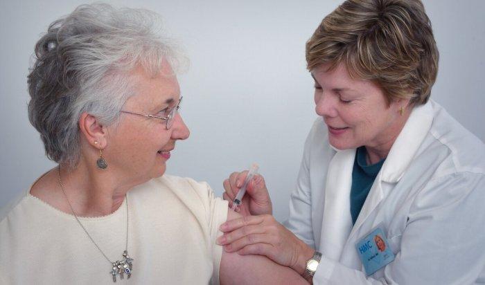 Роспотребнадзор: Пожилые люди легко переносят вакцинацию отCOVID-19