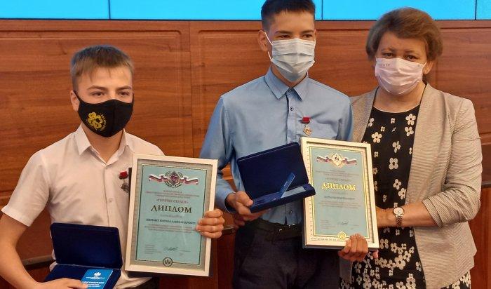 Два школьника изИркутской области награждены знаком «Горячее сердце» заспасение тонущего ребенка