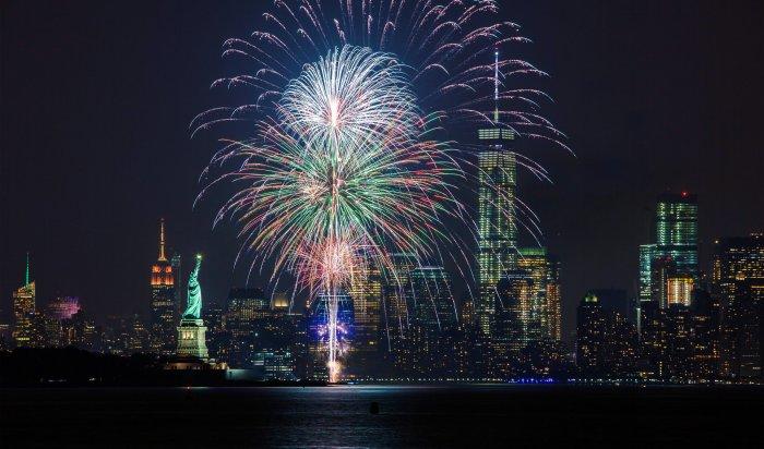 ВНью-Йорке отпраздновали салютом вакцинацию 70% жителей города