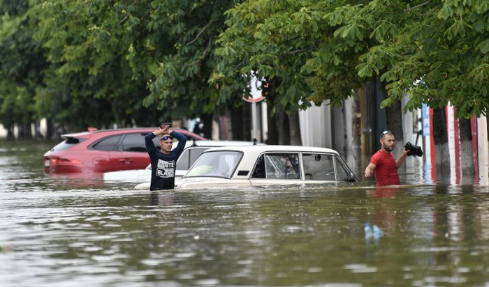 Вслед заКерчью затопило Ялту (Видео)
