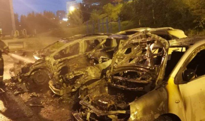 ВИркутске вмикрорайоне Университетском ночью сгорели три автомобиля