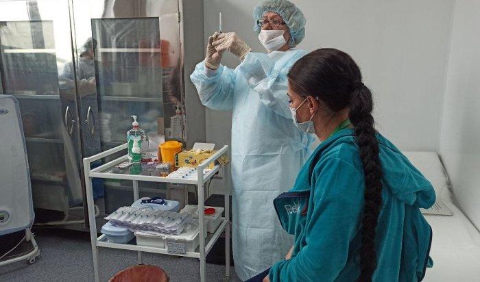 Глава Приангарья поручил усиливать темпы вакцинации трудовых коллективов