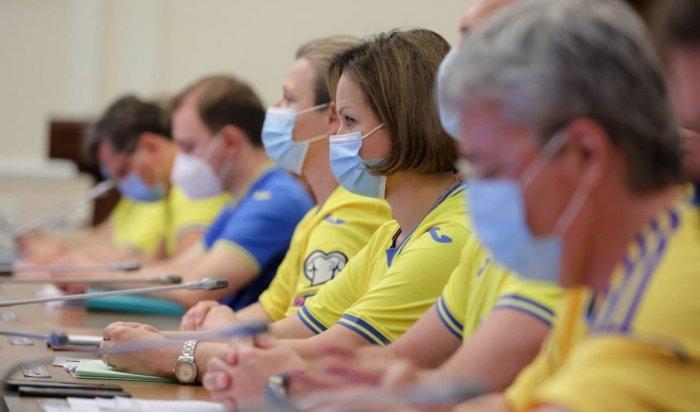 Члены кабинета министров Украины пришли назаседание вформе футбольной сборной