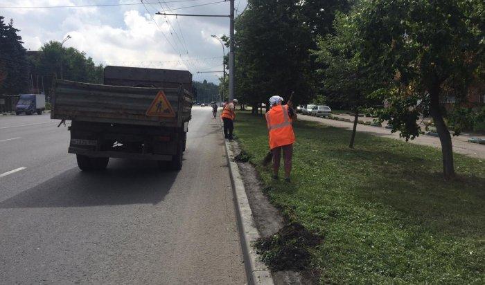 В Иркутске усилена работа коммунальных служб по уборке города