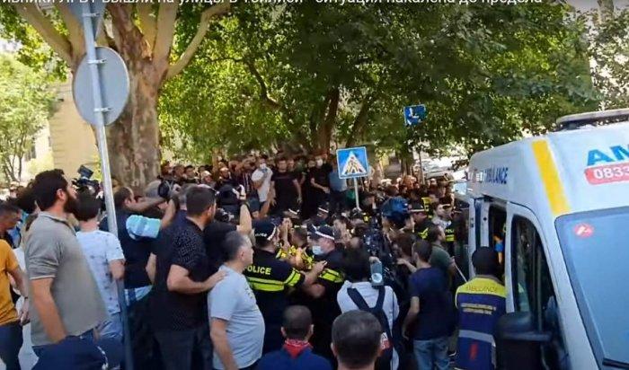 В Тбилиси протестующие добились отмены ЛГБТ-марша (Видео)