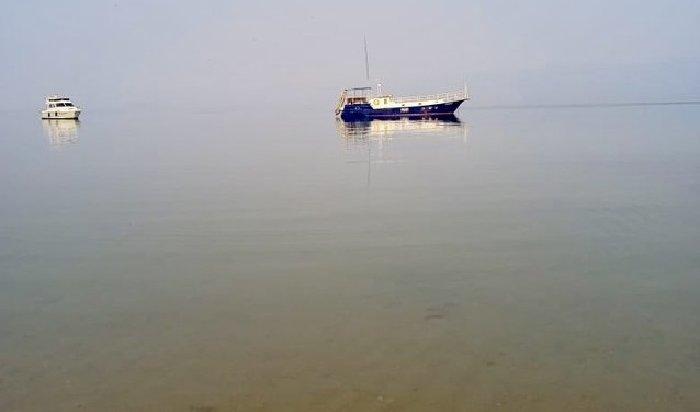 На заливе Бурхан на Байкале произошел разлив нефтепродуктов