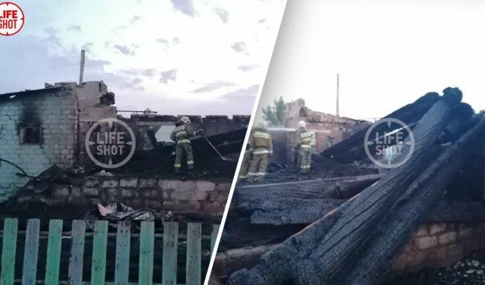 Трое детей и двое взрослых погибли на пожаре в частном доме в Саратовской области