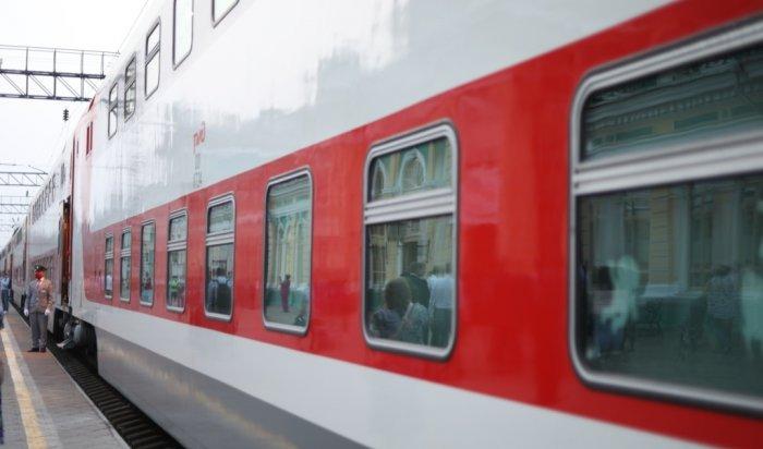 Двухэтажный круизный поезд привез первых туристов наБайкал