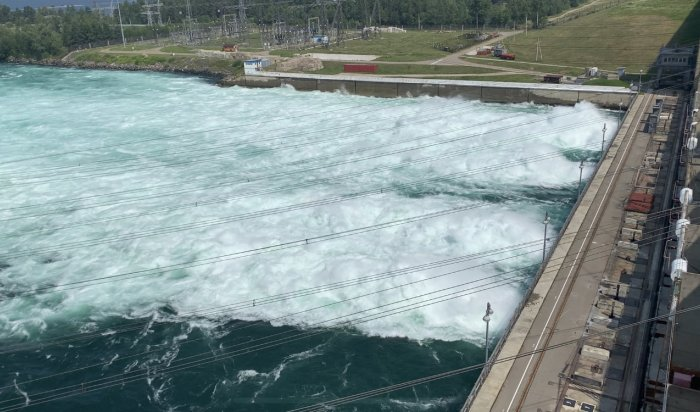 НаИркутской ГЭС снизили сбросы воды до3300кубических метров всекунду