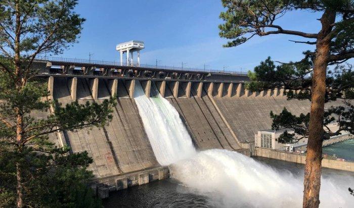 На Братской ГЭС открыли холостой сброс воды