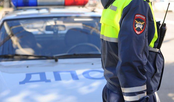 Пострадавшая напожаре вУсть-Ордынском заявила, что распиарившийся наспасении семьи сотрудник ГИБДД насамом деле стоял зазабором икурил (Видео)