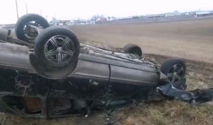 Автомобиль Nissan перевернулся вУсольском районе