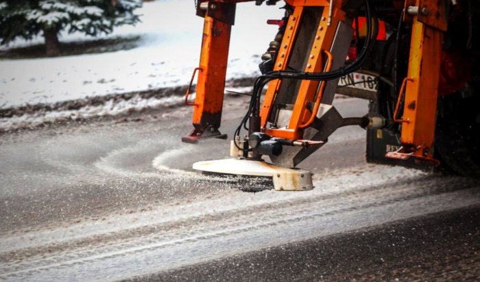 ВИркутске МУП «Автодор» провело противогололедную обработку дорог